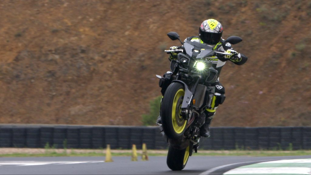 Yamaha MT-10 wheeling