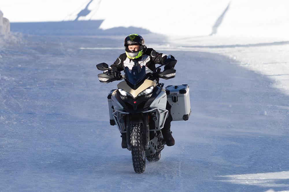 rouler sur la glace Multistrada
